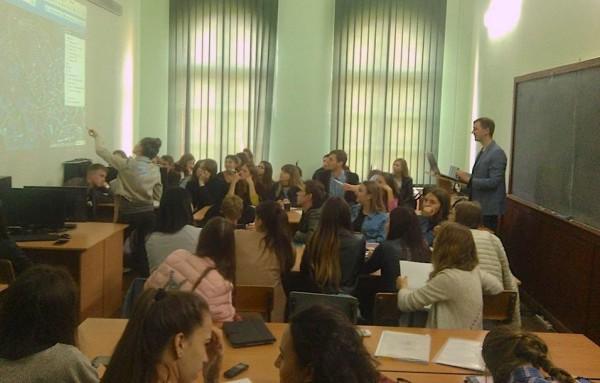 Жвава полеміка на лекції Володимира Тарная