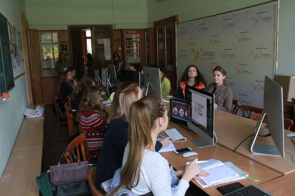 На відкритій лекції Михайла Жернакова студенти слухають про оновлення судової системи в Україні