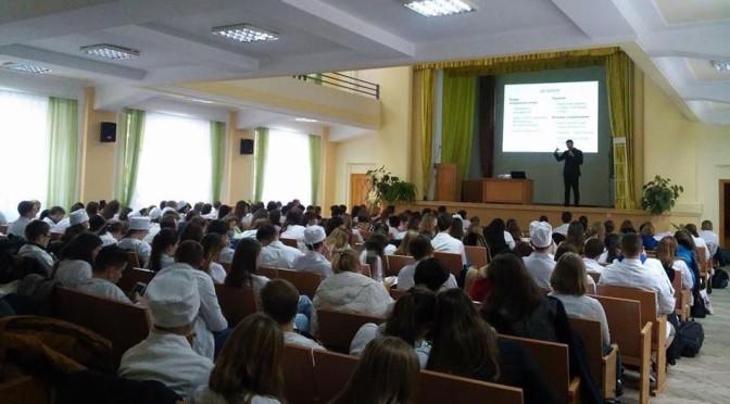 Відкрита лекція Олександра Ябчанки, радника в.о. Міністра охорони здоров'я Уляни Супрун, про медичну реформу прикувала увагу більш ніж 70-ти майбутніх медиків