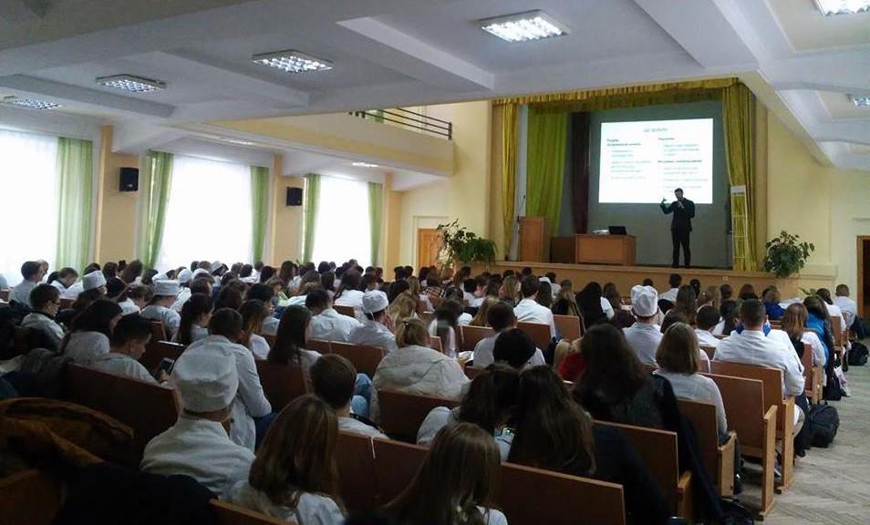 Відкрита лекція Олександра Ябчанки прикувала увагу більш ніж 70-ти майбутніх медиків